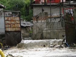 Mircia Muntean si Arca lui Noe dupa o ploaie torentiala in Deva