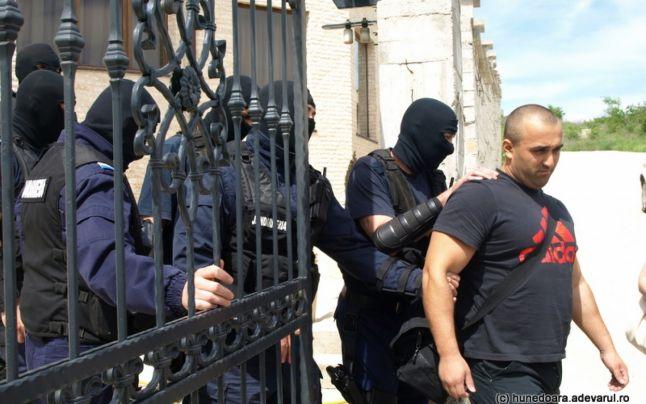 Arest pentru cel mai temut interlop din Deva. Instanţa a refuzat cererea lui Litera